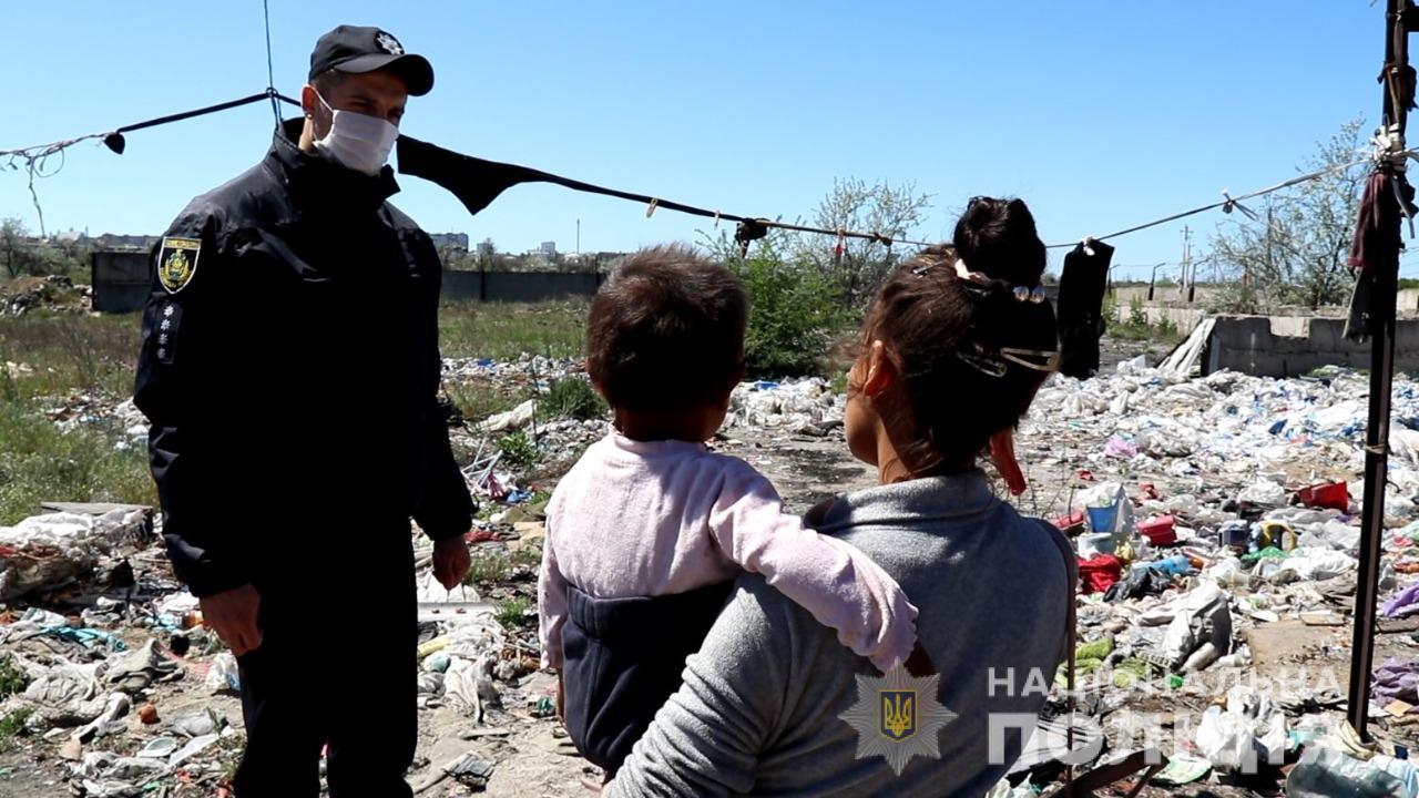 На свалке в Херсоне нашли трудовых мигрантов из Закарпатья, среди них - дети