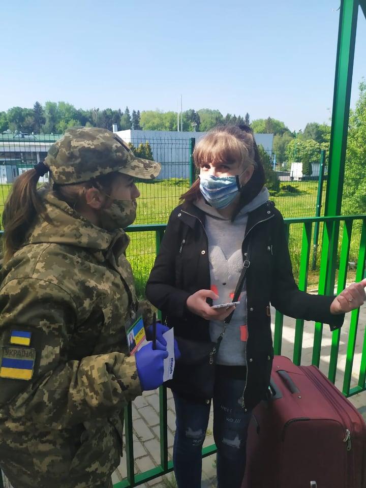Украинцы на пункте пропуска Шегини