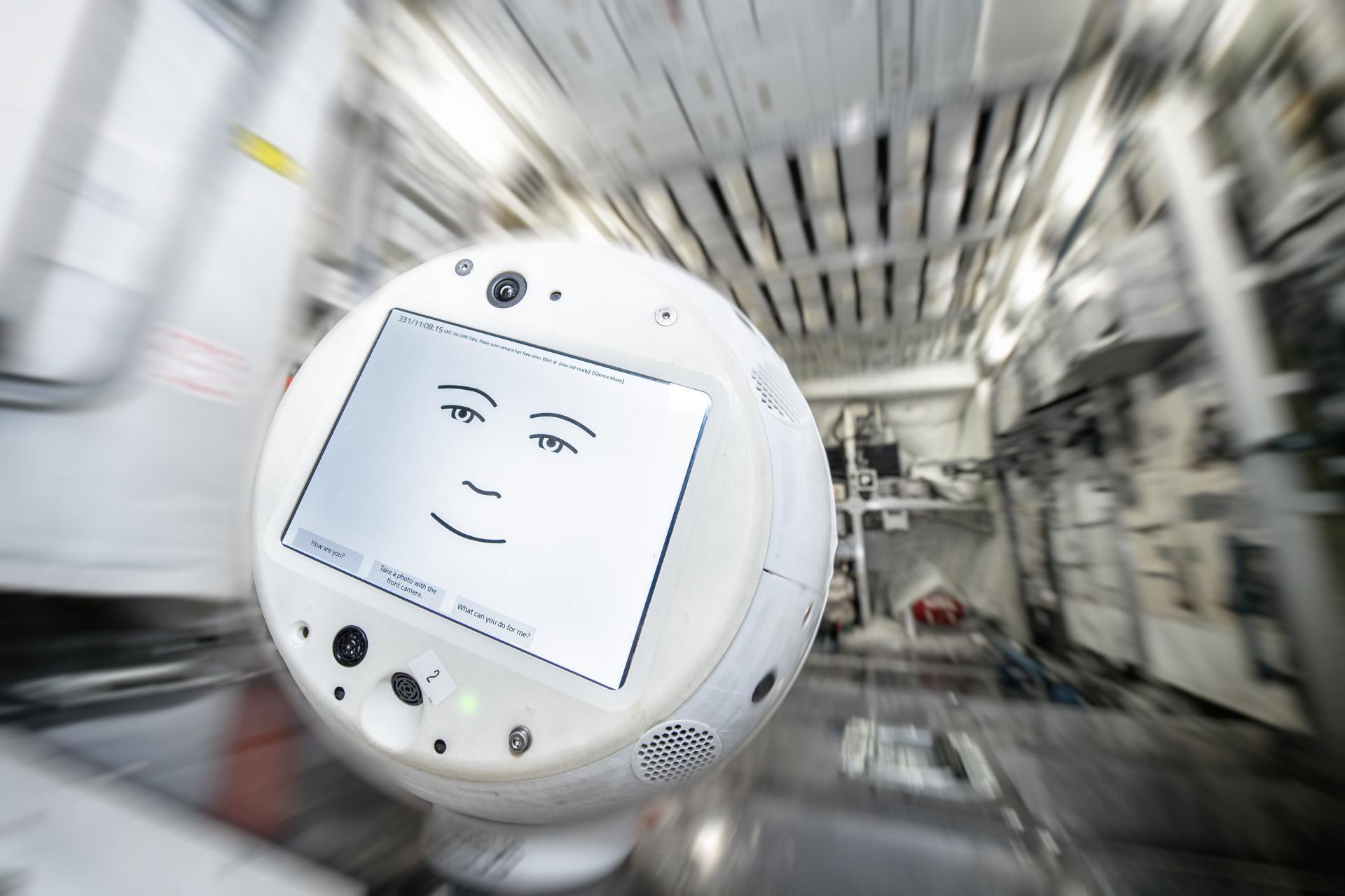 Робот CIMON. Фото: IBM