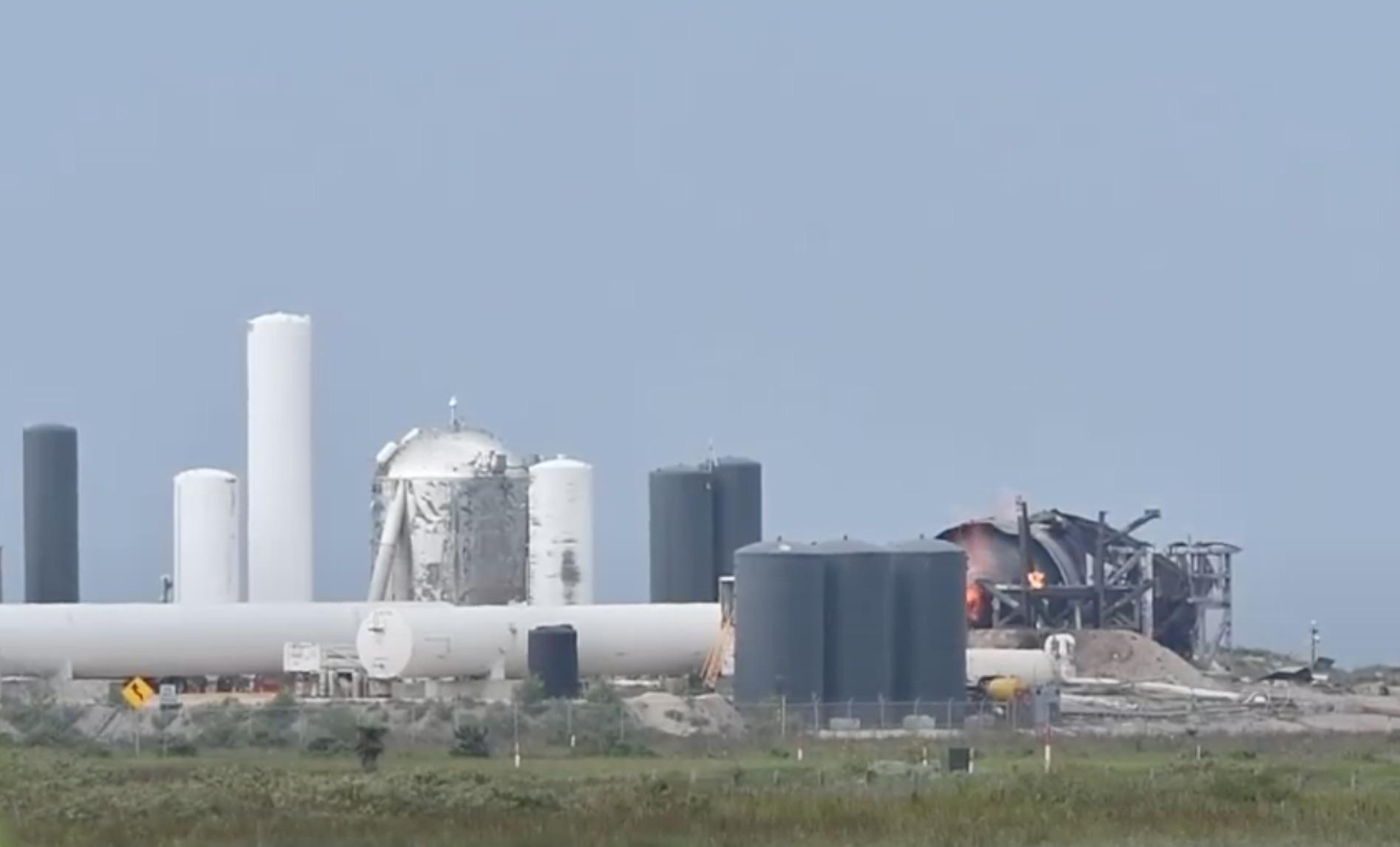 Остатки Starship SN4 после взрыва на испытаниях (Скриншот видео: NASASpaceflight/Youtube)