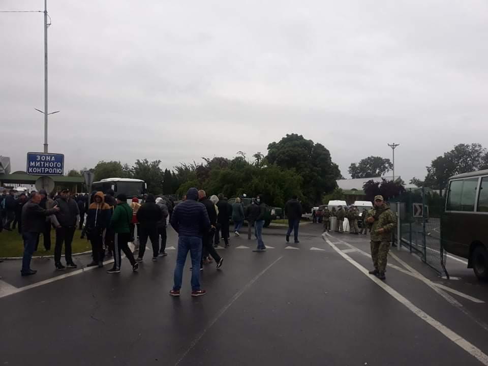 Водители блокируют КПП на границе с Венгрией