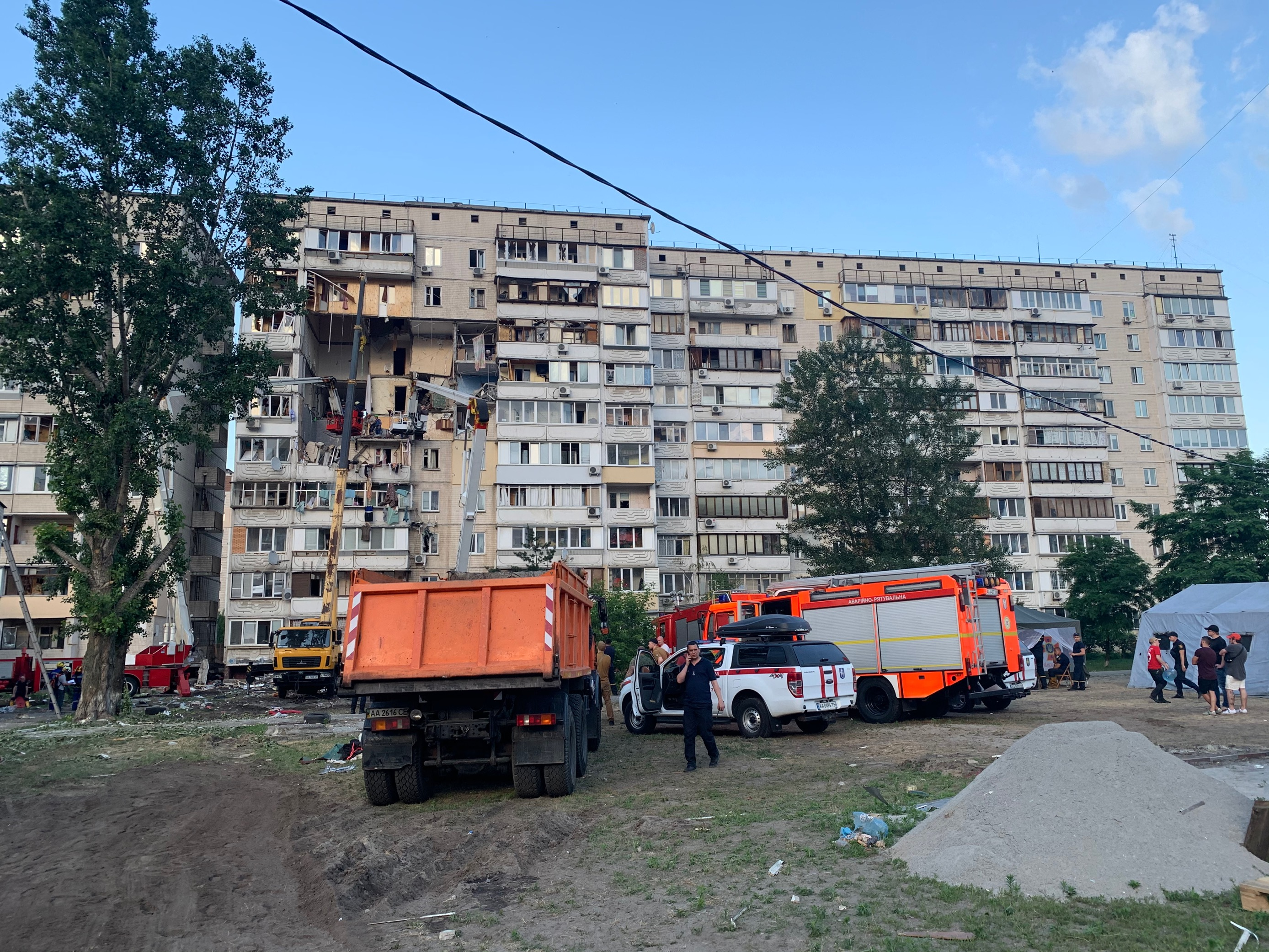 На месте взрыва в доме на киевских Позняках (Фото: Владислав Сердюк/LIGA.net)