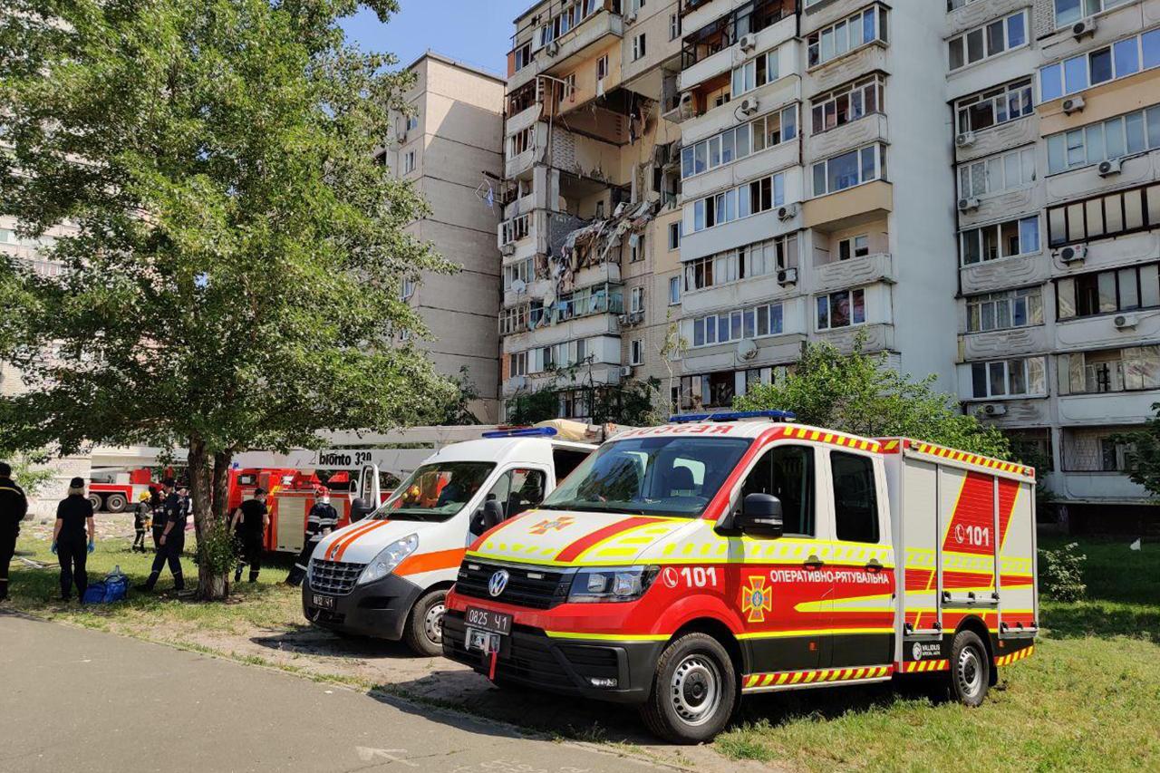 На месте взрыва в доме на киевских Позняках (Фото: ГСЧС)
