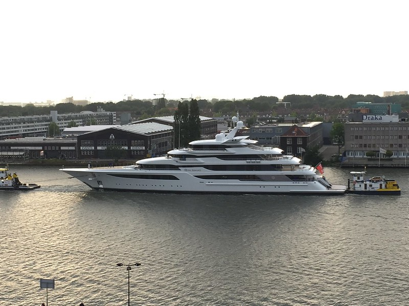 Bihus.Info: Медведчук записав на дружину фірму з яхтою за $200 млн - фото