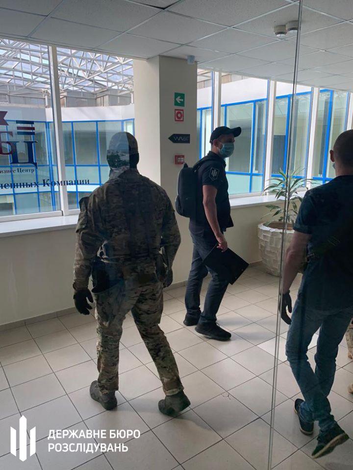В Одесской мэрии закупили бесплатных учебников на 13 млн грн, идут обыски - ГБР