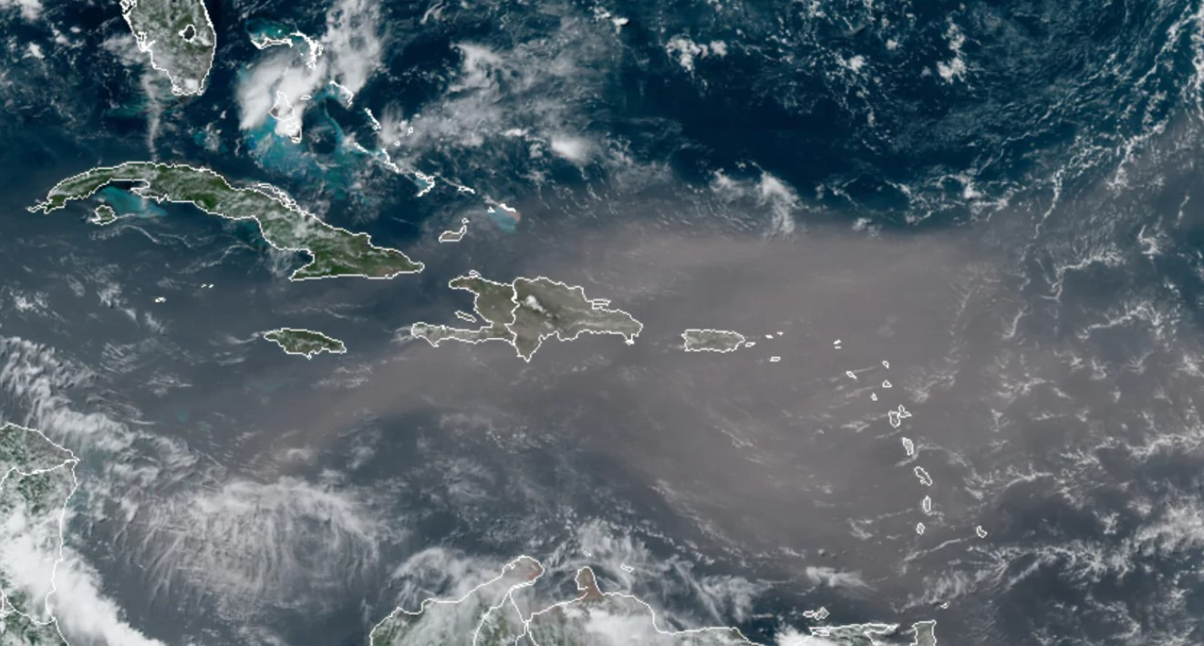 Из Сахары в сторону США движется гигантское облако песка и пыли – фото, видео