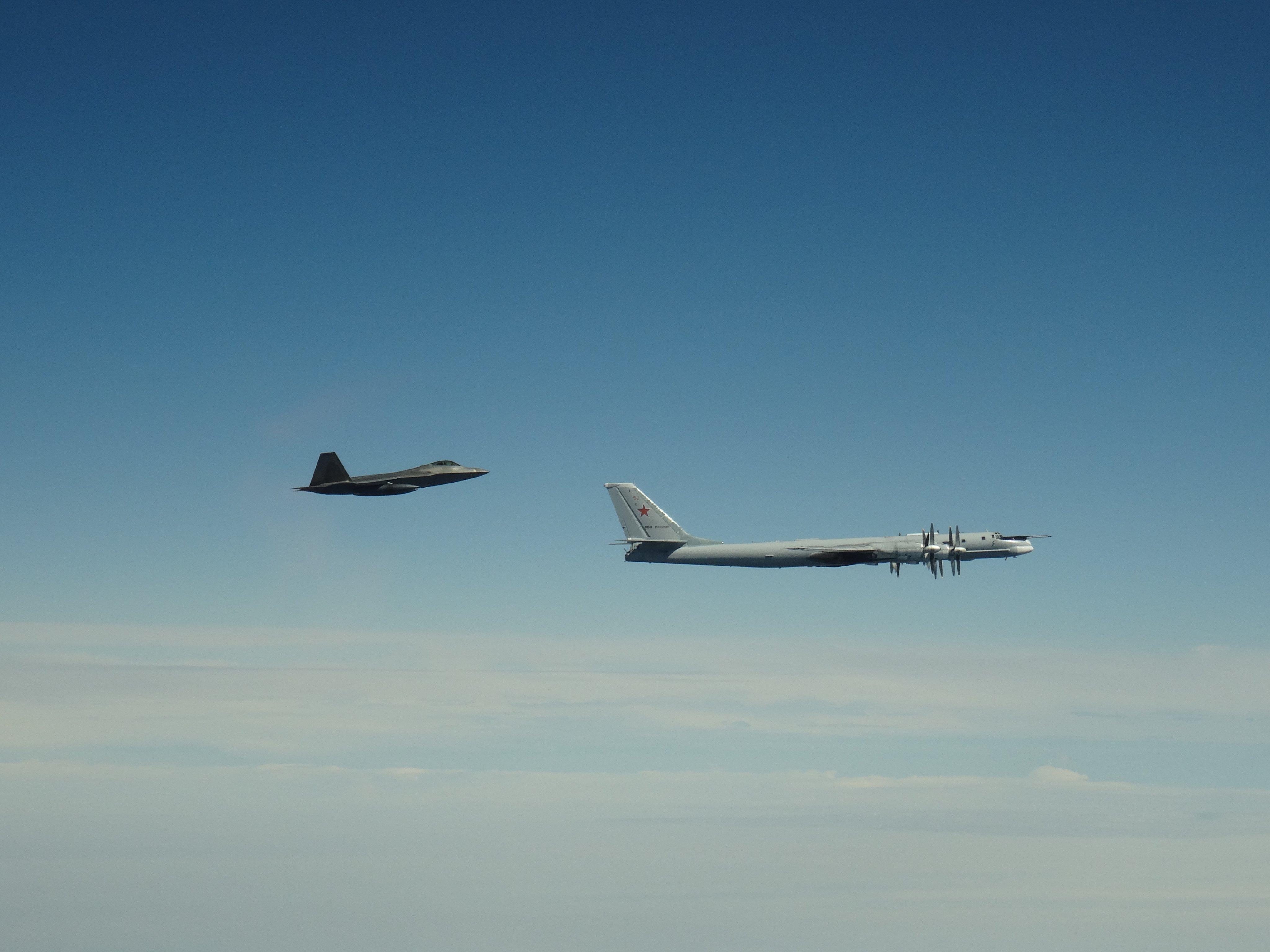Истребители США перехватили у Аляски военные самолеты России