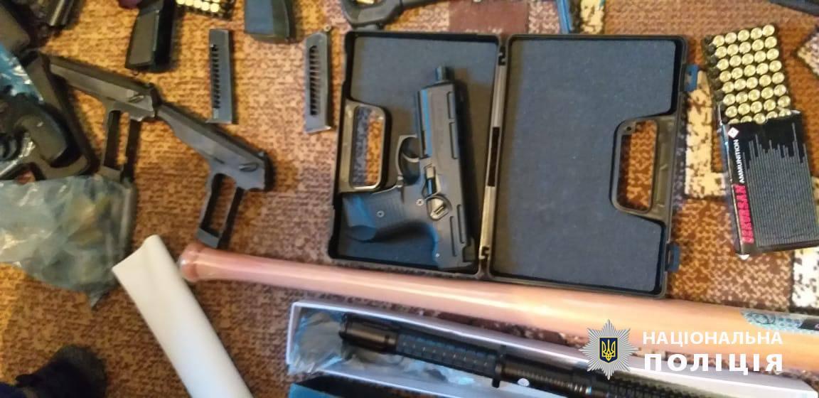 Полиция: Во Львовской области священник торговал оружием - фото
