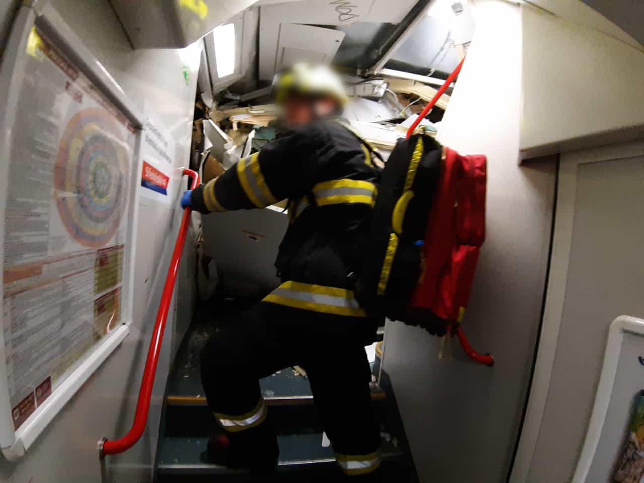 Спасатель на месте аварии