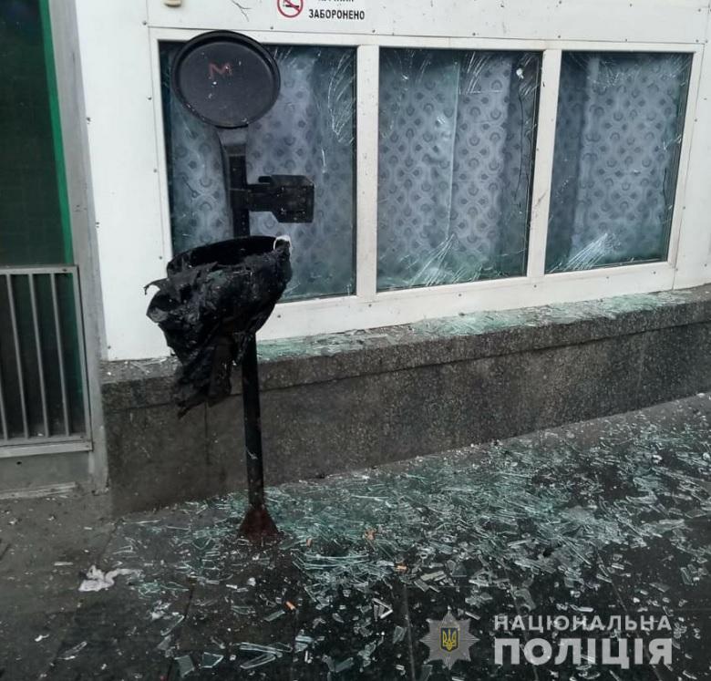 Место взрыва в Киеве возле метро Шулявская (Фото: пресс-служба полиции Киева)
