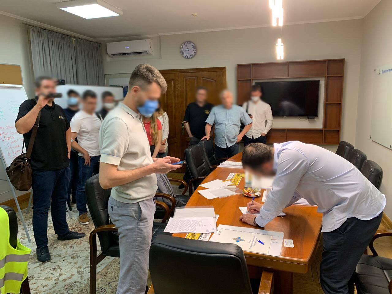 Задержание Новака. НАБУ обыскивает офисы Укравтодора - фото