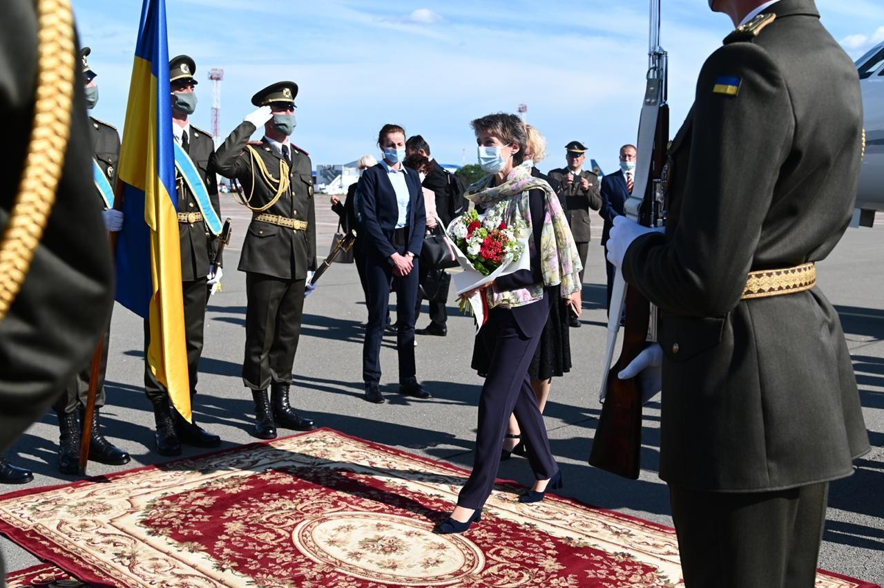 В Украину с трехдневным визитом прилетела президент Швейцарии: что запланировано