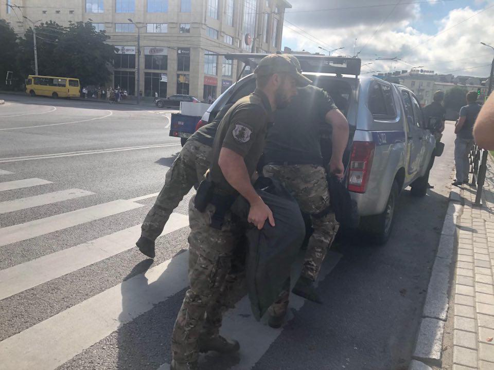 В Луцке террорист захватил автобус с пассажирами