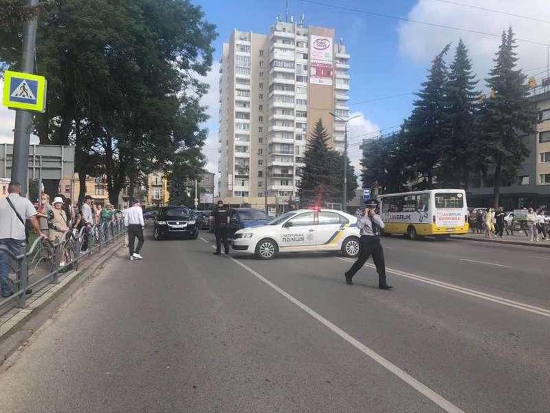 Террорист захватил автобус с пассажирами в Луцке