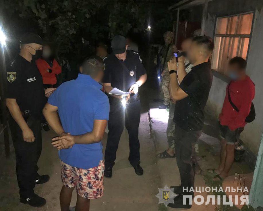 В Херсонской области мужчина удерживал в трудовом рабстве 13 человек - МВД