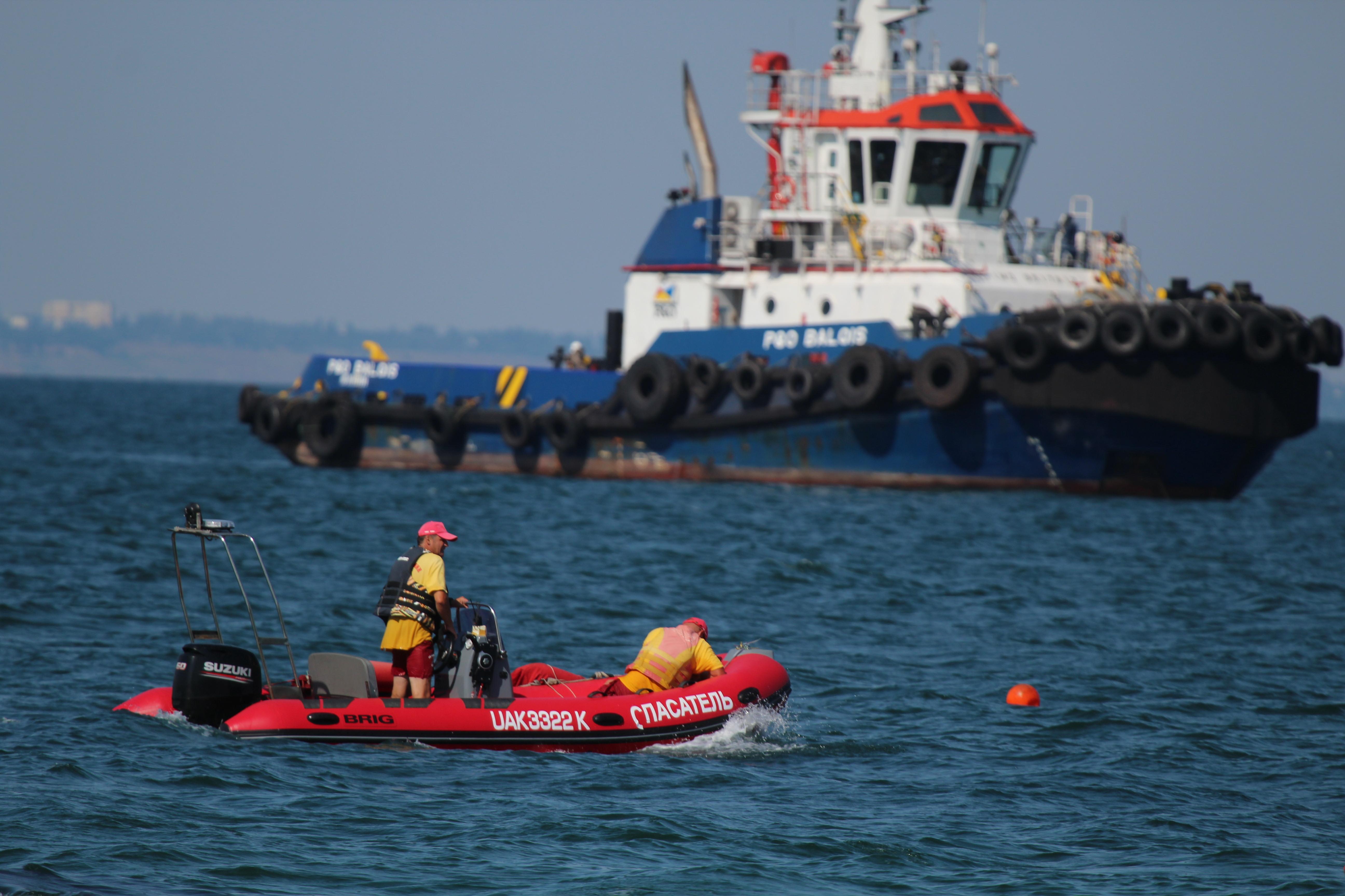 Работы по эвакуации судна Delfi, фото: Диана Манучарян / LIGA.net