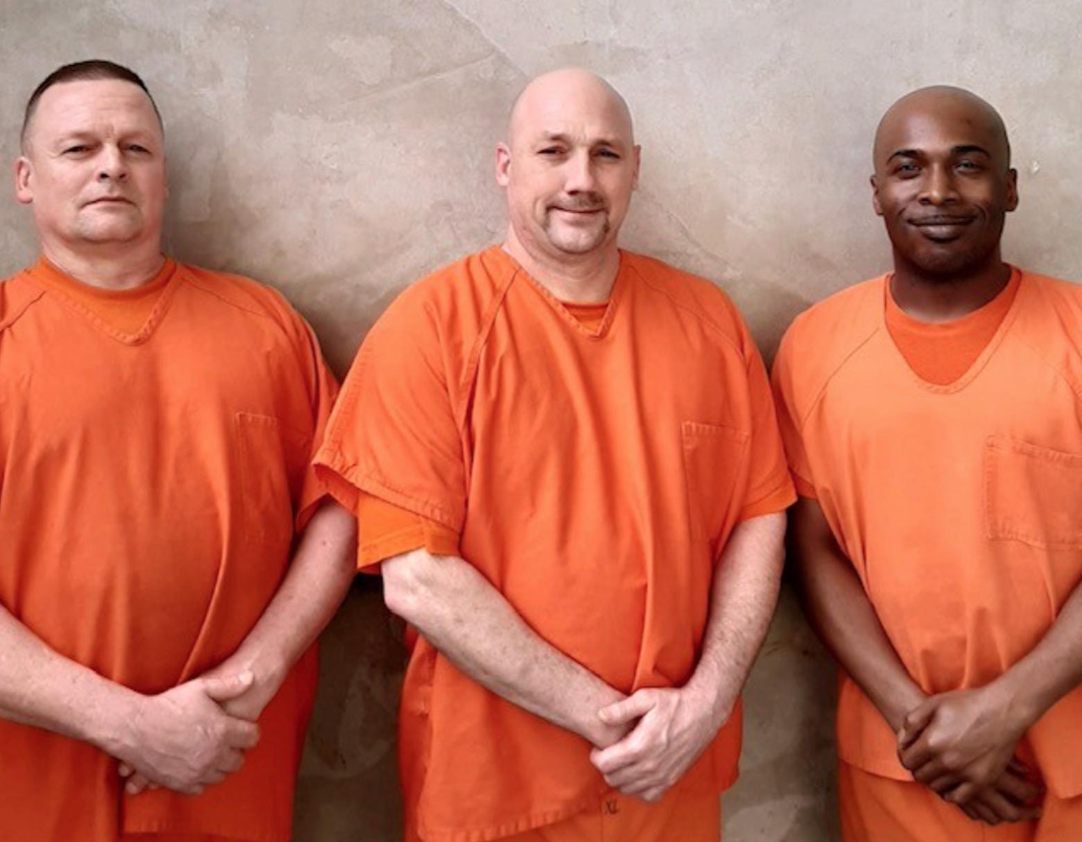 В США заключенные спасли охранника, которому стало плохо на рабочем месте
