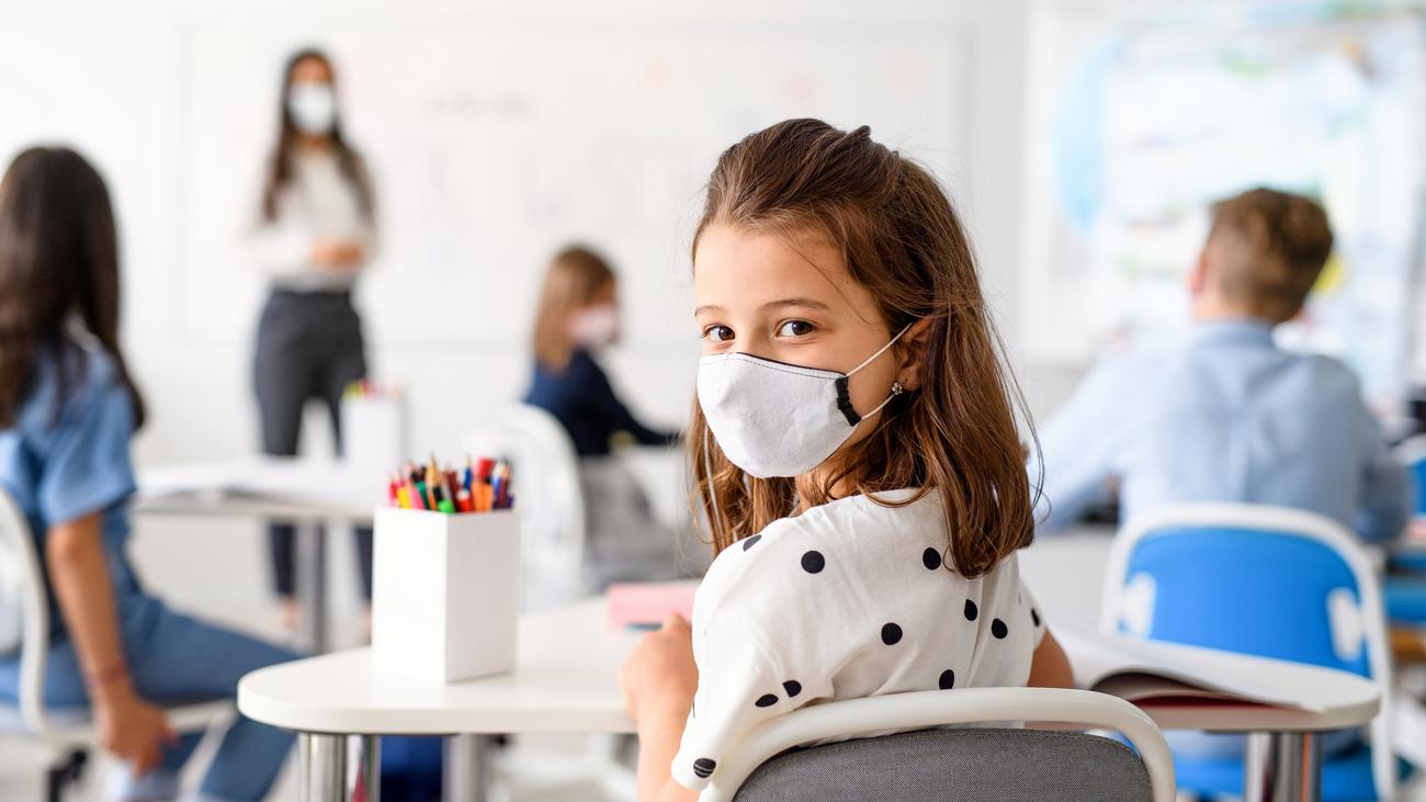 Коронавирус и начало учебного года: как безопасно вернуть детей в школы 1  сентября - новости Украины, Общество - LIGA.net