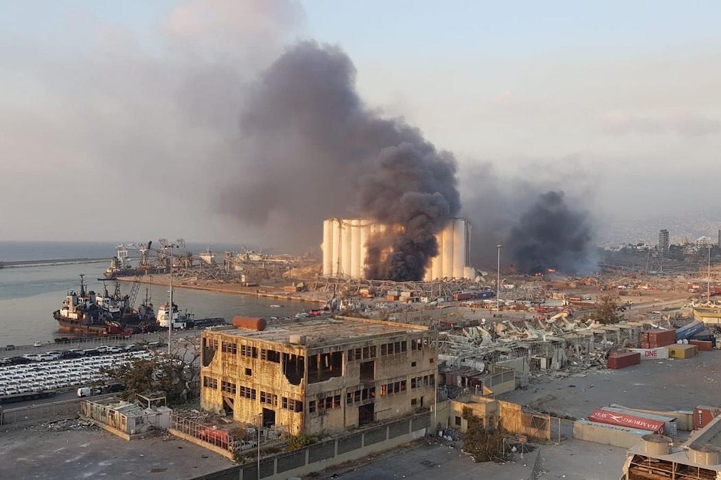 Последствия взрыва в Бейруте (Фото: Wael Hamzeh/EPA)