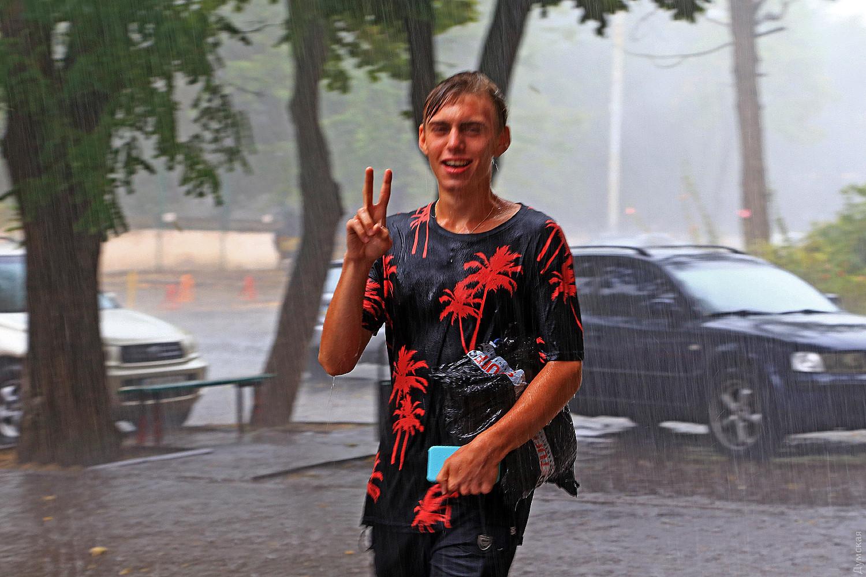 На Одессу обрушился мощный ливень: некоторые улицы подтопило