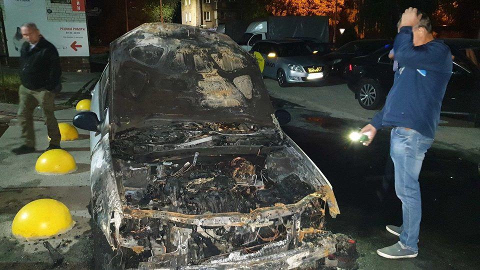 Ночью неизвестные подожгли авто журналистов-расследователей