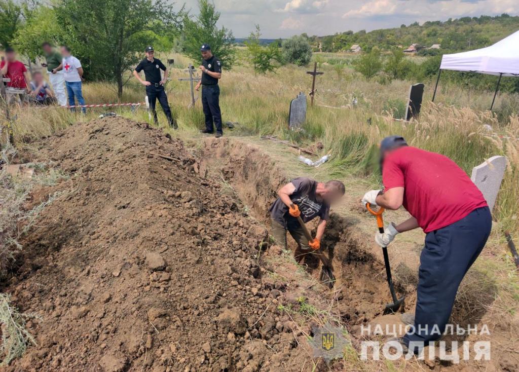 У Слов'янську поліція провела ексгумацію тіл загиблих у бойових діях у 2014 році