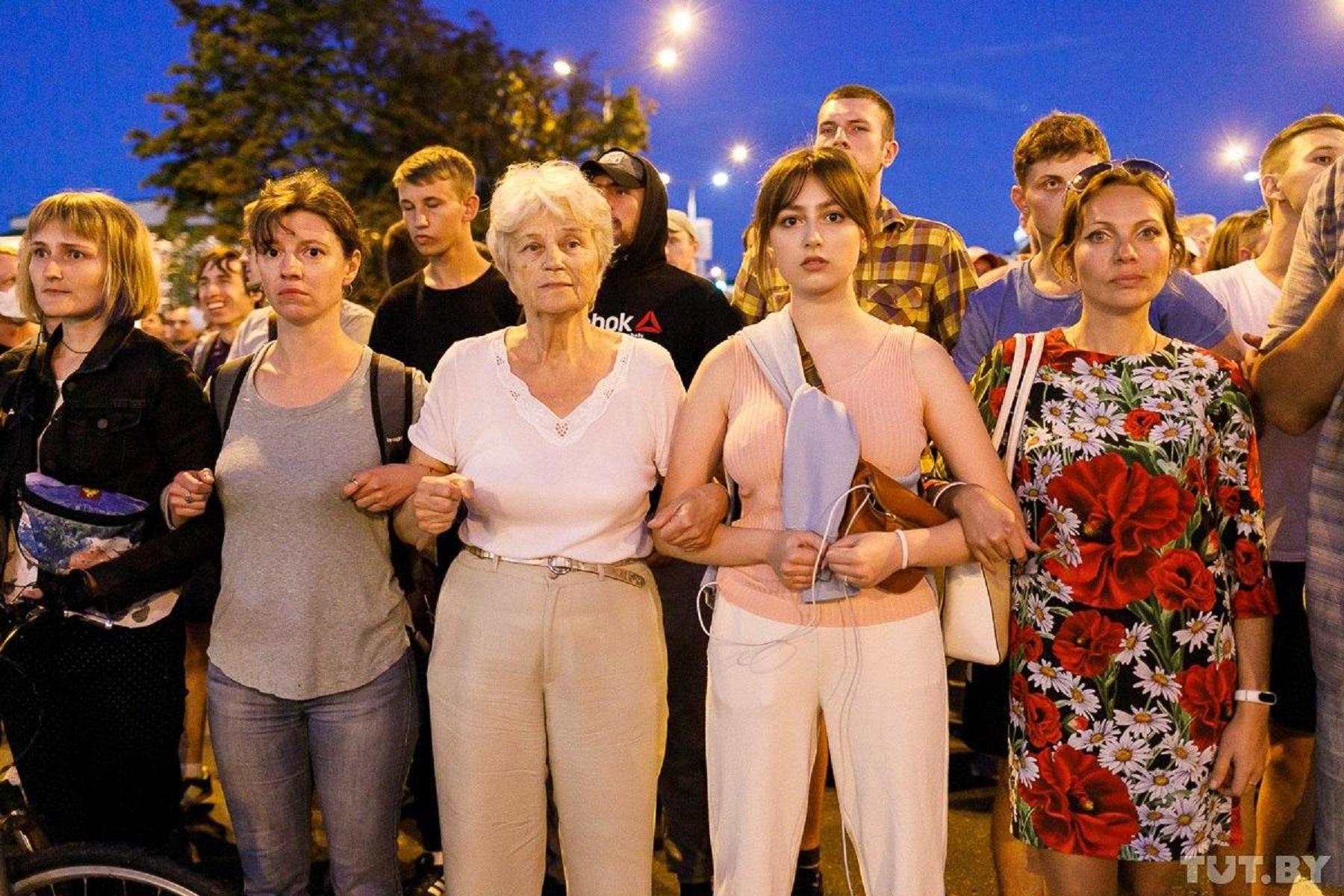 Живая цепь протестующих, фото: Ольга Шукайло / TUT.BY