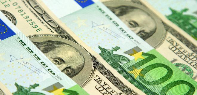 В декабре украинцы купили рекордный объем валюты