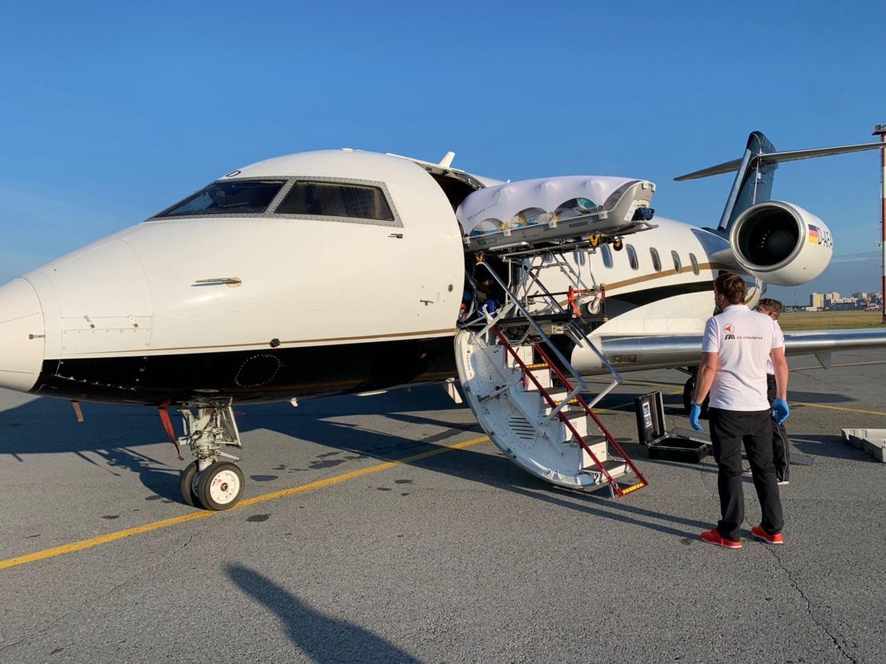 Самолет с Алексеем Навальным вылетел в Германию
