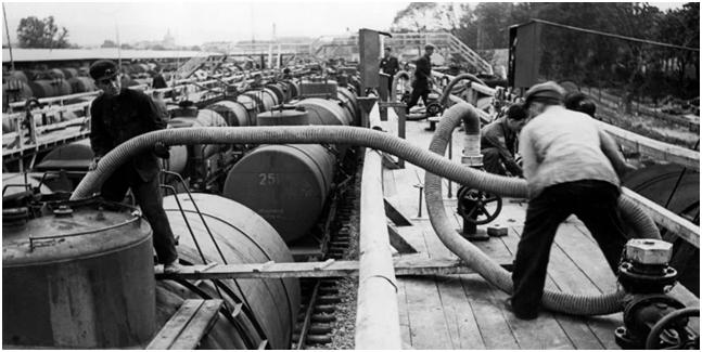 81 год назад был заключен пакт Риббентропа-Молотова.  Как Гитлер переиграл Сталина