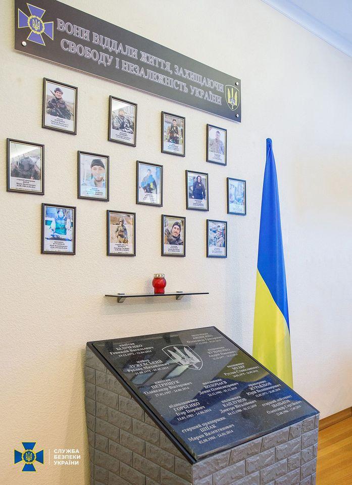 Памятная плита с именами погибших