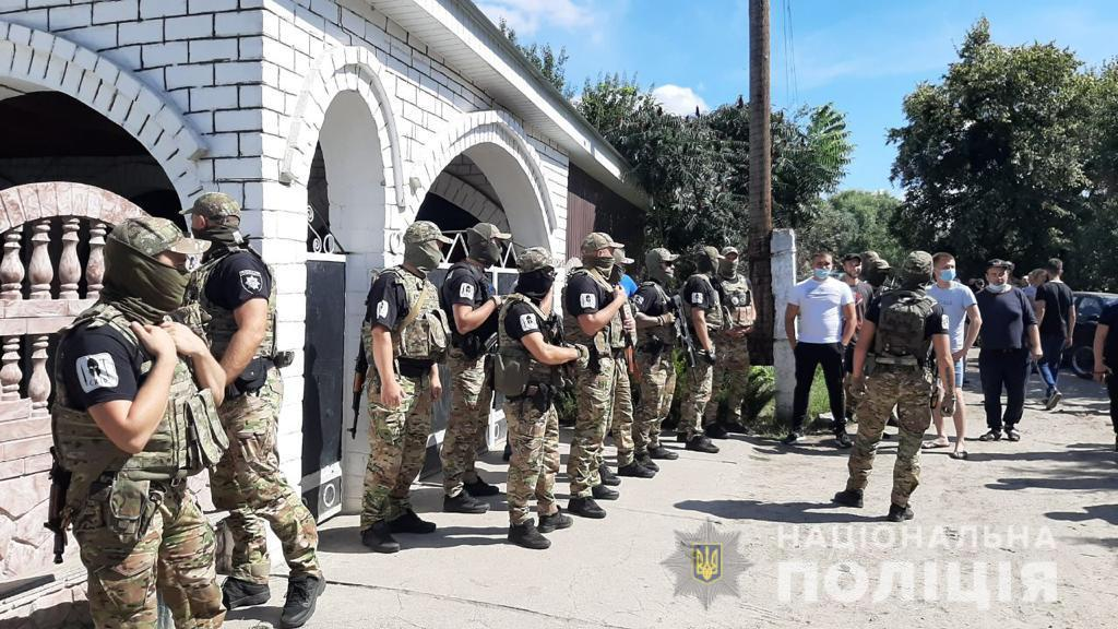 В Харьковской области жители поселка требуют выселения ромов, введен спецназ: видео
