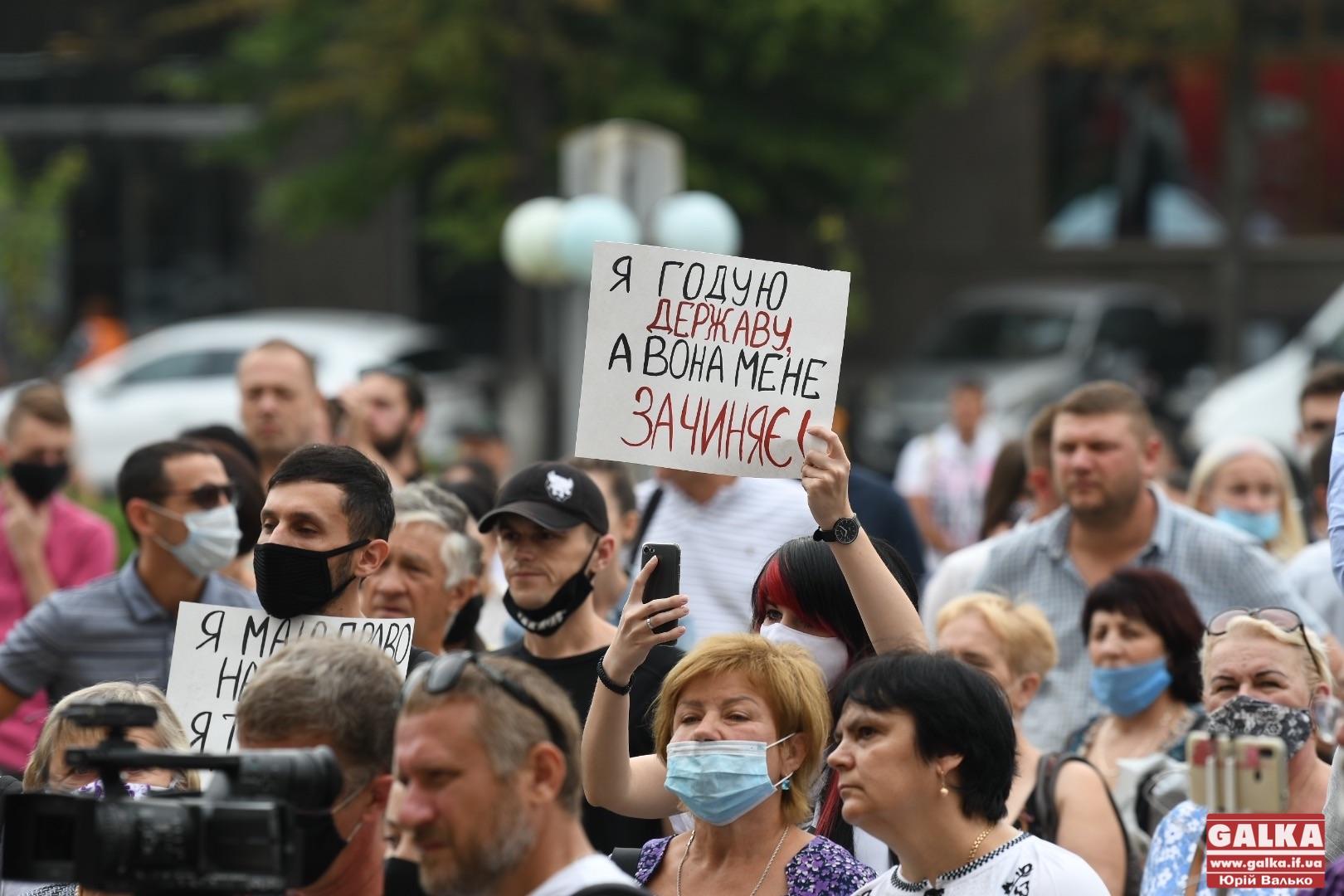 "Коронавирус. В Ивано-Франковске протестуют из-за ""красной"" зоны карантина - фото"