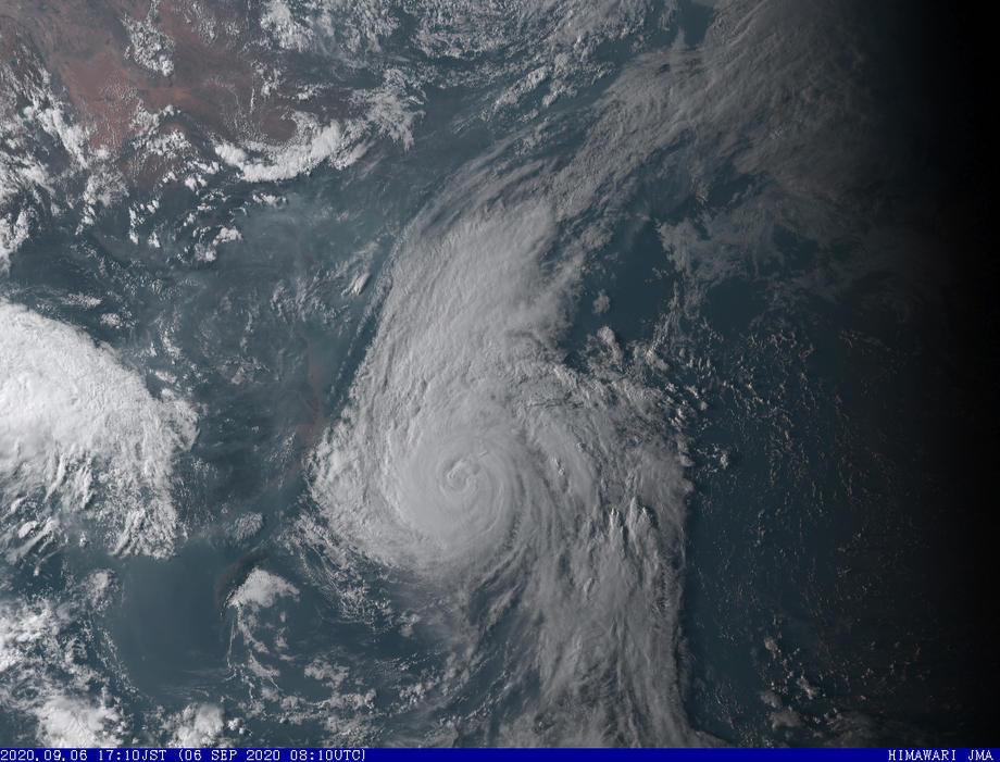 На Японию обрушился мощный тайфун: скорость ветра до 162 км/час – видео, фото из космоса