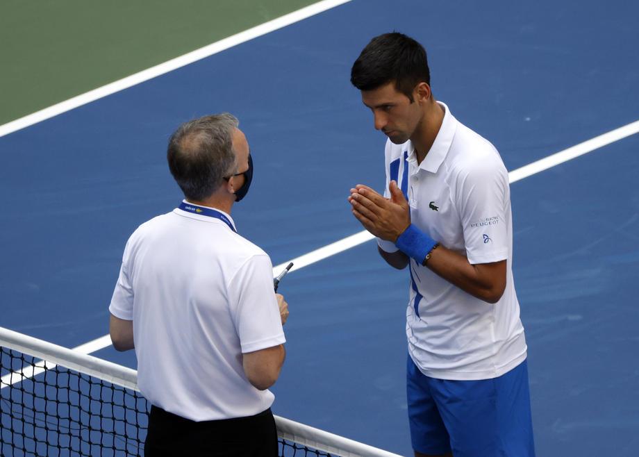 Первая ракетка мира Джокович ударил мячом судью – его дисквалифицировали с US Open: видео