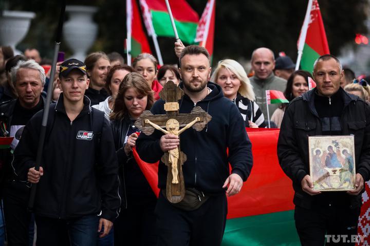 В Минске на акции солидарности с Колесниковой жестко задерживают людей: фото, видео