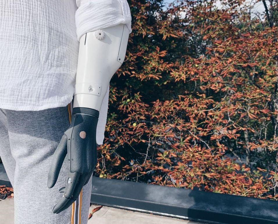 Вторая версия роботизированной руки - с более прочной конструкцией и усовершенствованной платой