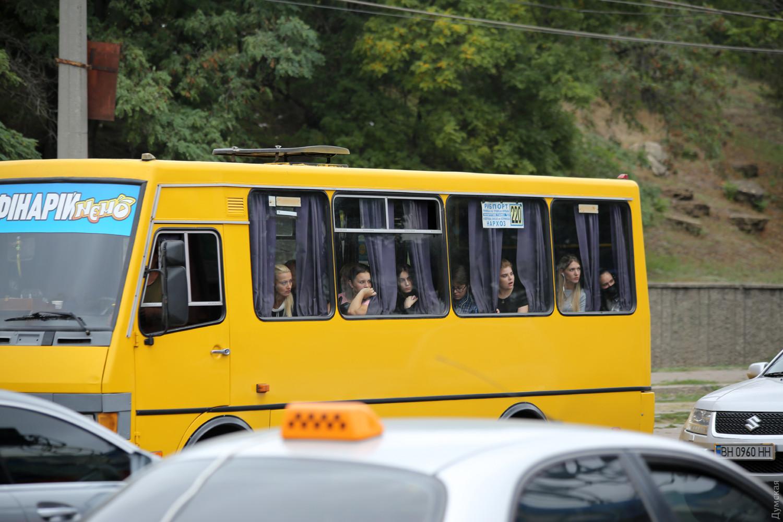 В маршрутках жители Одессы ездят без масок