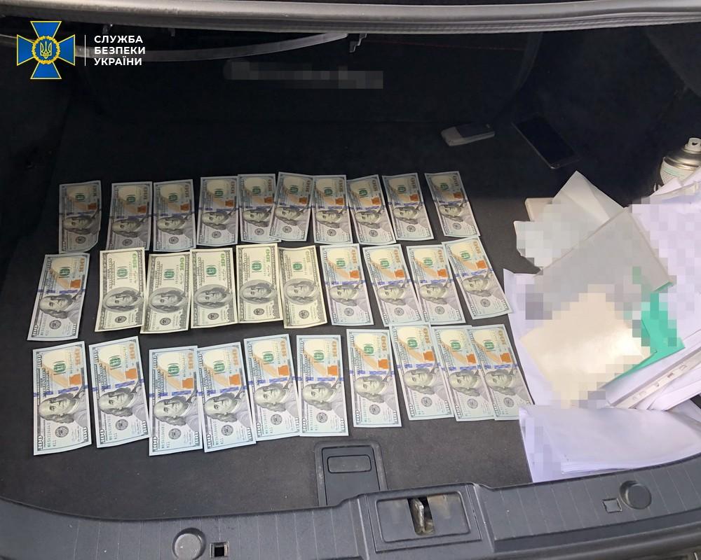 """СБУ: Затримано шахраїв, які продавали """"посади"""" помічників депутатів Слуги народу"""