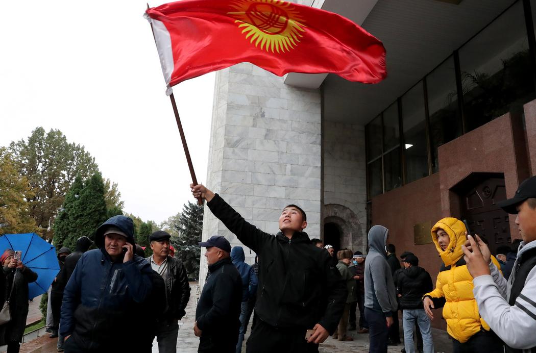 Революція за одну ніч. Що трапилося у Киргизстані