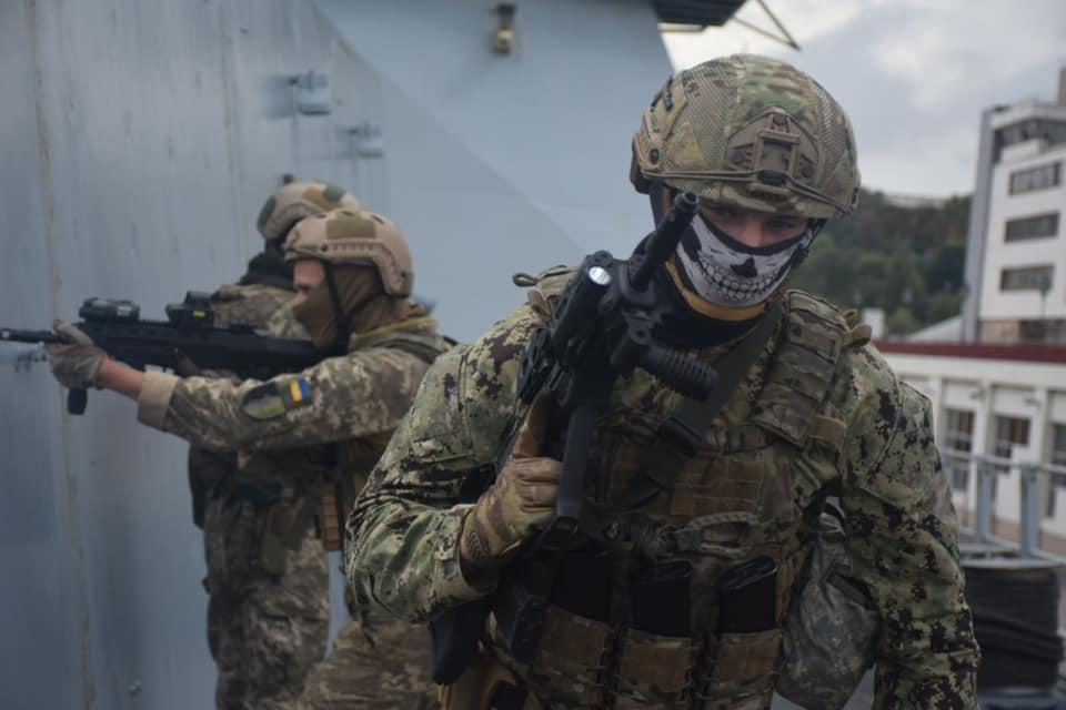 ВСУ провели учения на эсминце