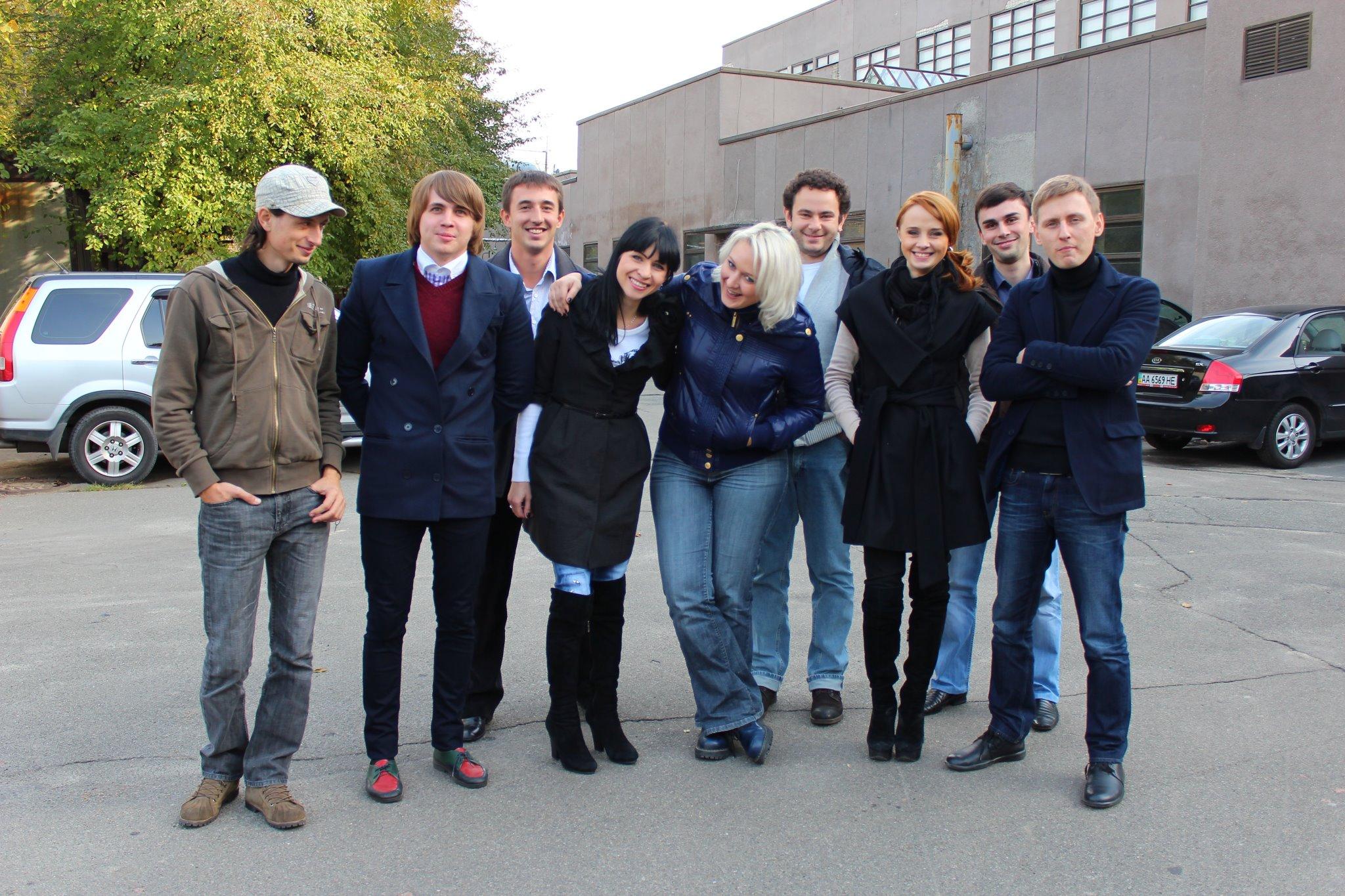 Олександр Дубінський з колективом програми Гроші, 2011 рік (фото – facebook / vitaliyermak)