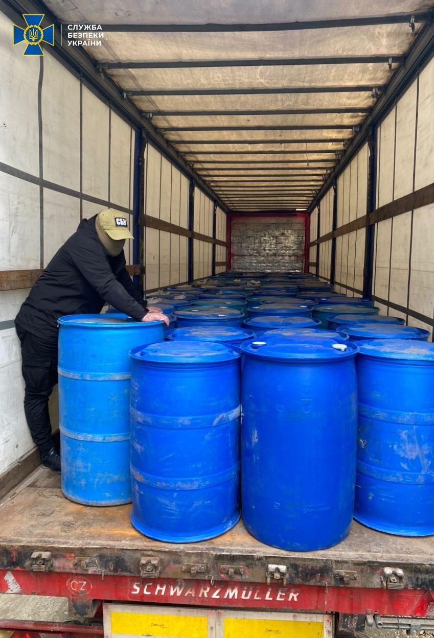 40 тонн в месяц. СБУ разоблачила незаконный сбыт спирта на госпредприятии