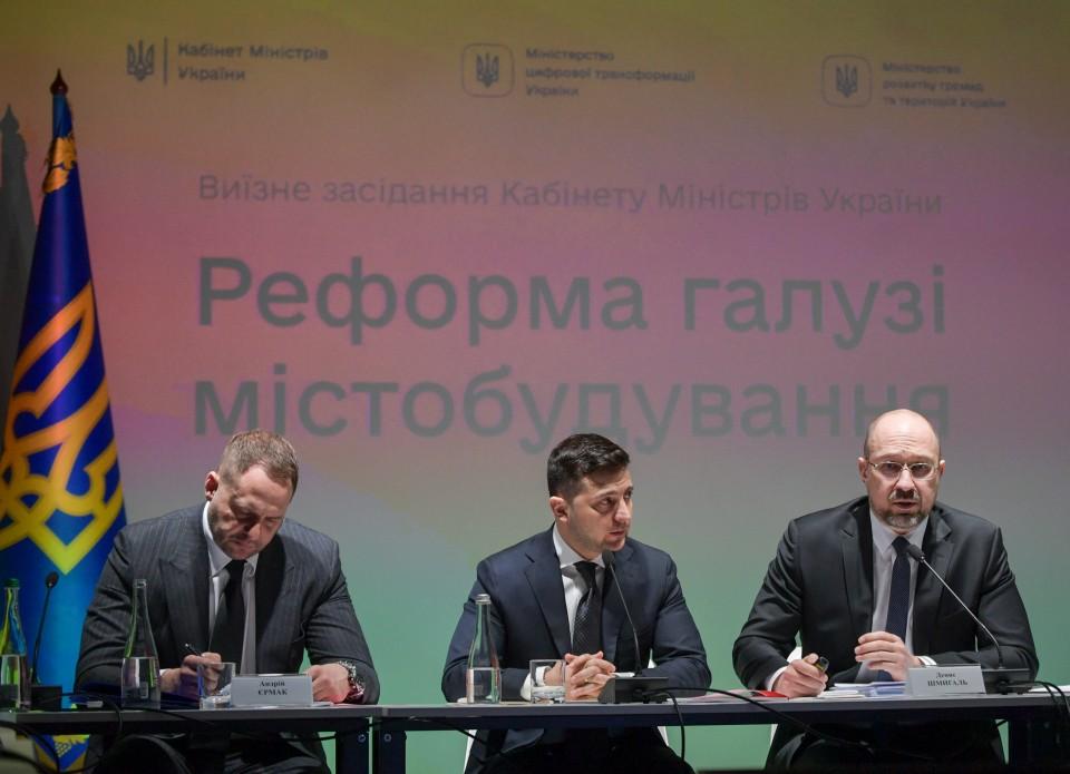 Презентация реформы ГАСИ, слева-направо:глава ОП Андрей Ермак,президент Владимир Зеленский, премьер-министр Денис Шмыгаль, фото: пресс-служба ОП