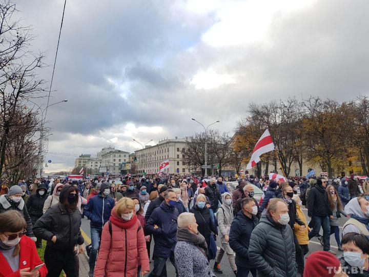 В Минске начинается марш против террора: в город заехала военная техника – видео