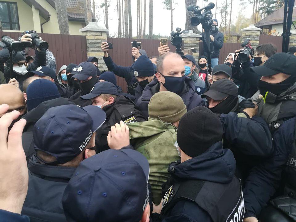 Возле дома Тупицкого произошла потасовка