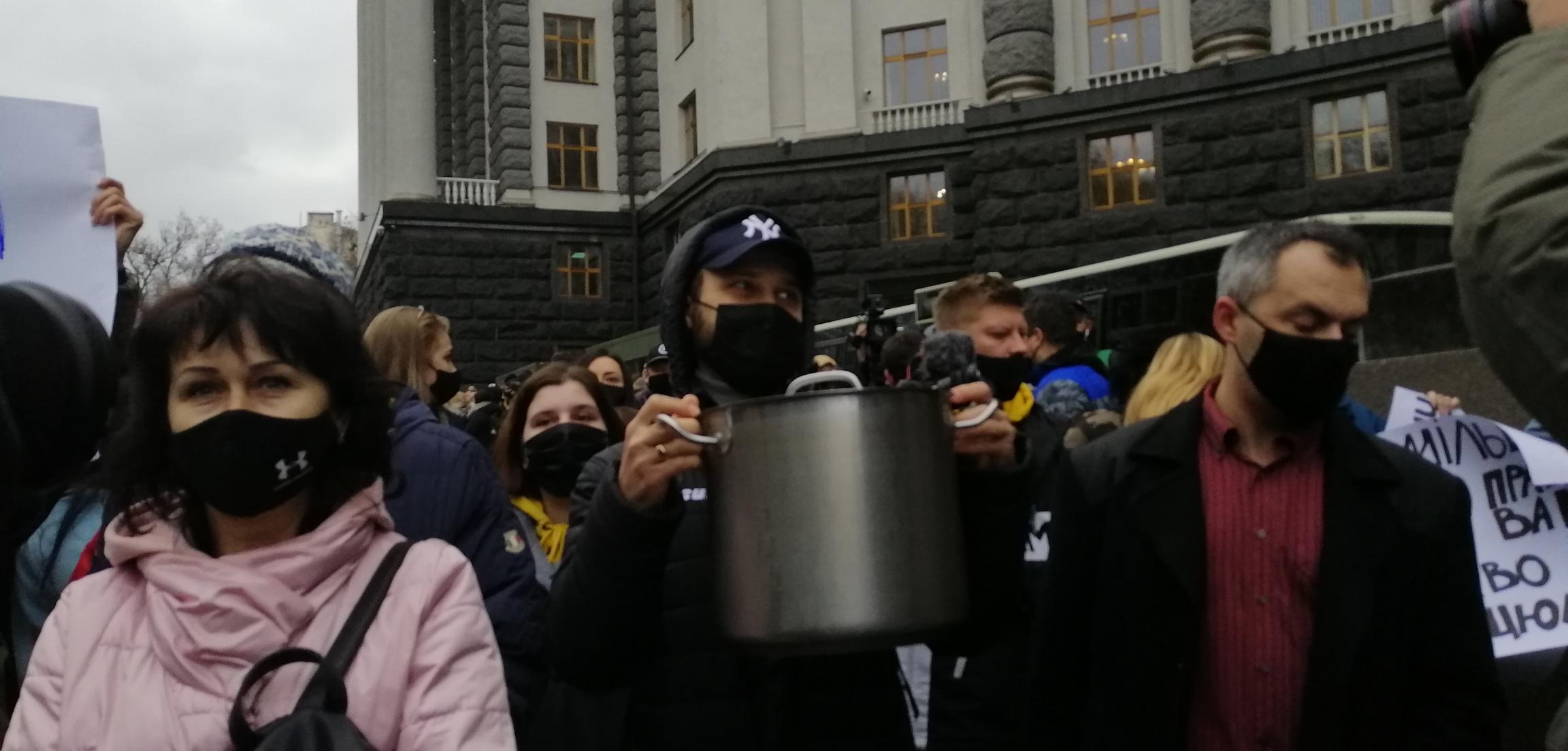 Репортаж: как вводили карантин. Почему Кабмин услышал Зеленского, а не предпринимателей