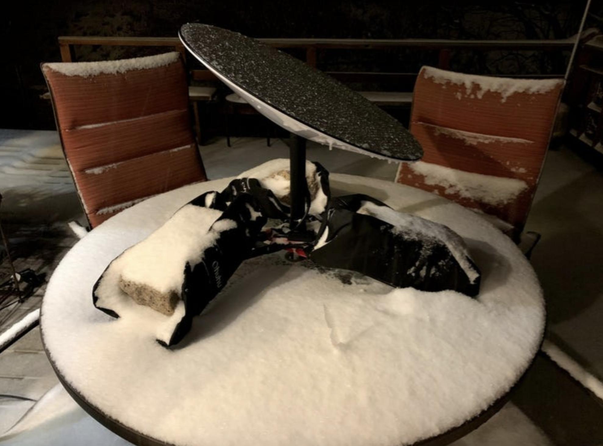 Оставленный во время снегопада терминал