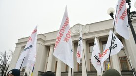 Кассовые аппараты: предприниматели перекрыли улицу Грушевского в Киеве - новости Украины,