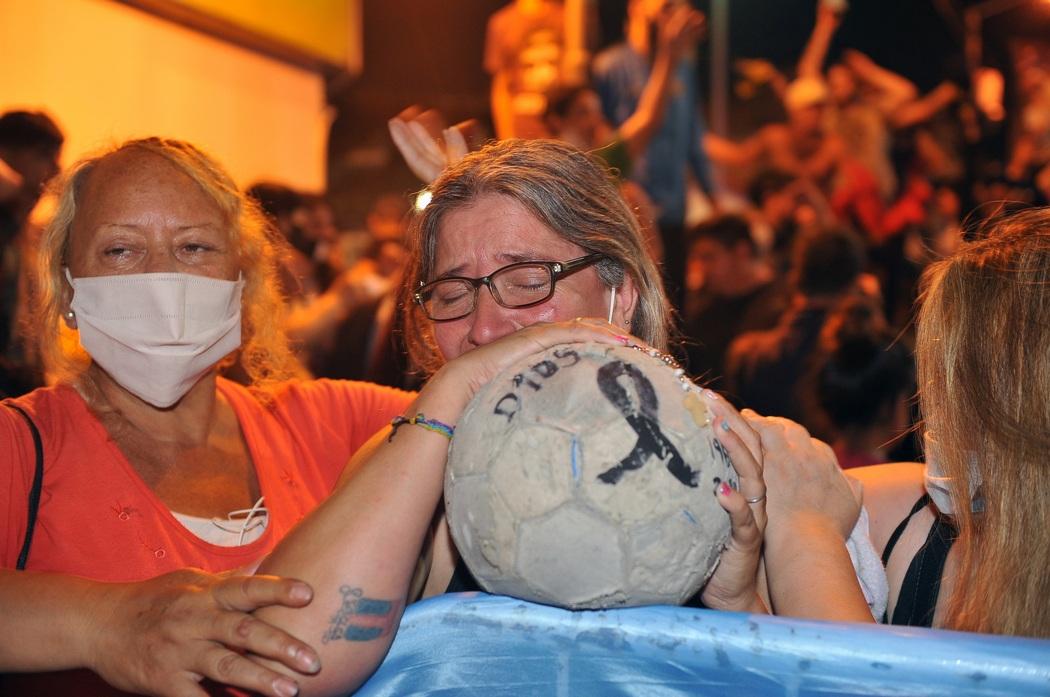 Сегодня с Марадоной прощались аргентинцы и весь мир: фото и видеорепортаж